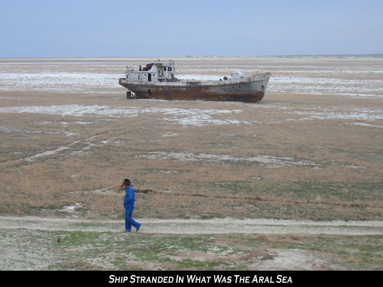 Ship stranded in Aral Sea