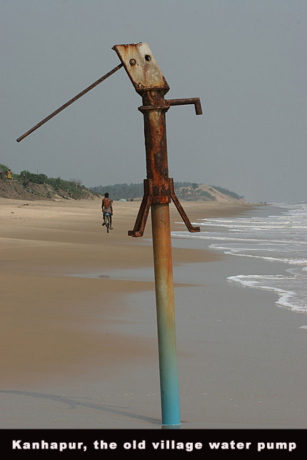 India, Orissa village of Kanhapur, water pump on beach